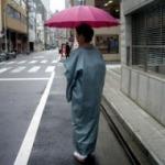 着物の雨コートの着方